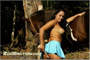 Порно с кобылой фоточки латинка стремится заняться сексом с кобылой