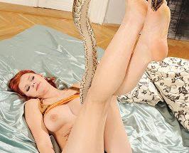 Обольстительная рыжевласая развратница трахается со пресмыкающим на зоофилия порно фото онлайн